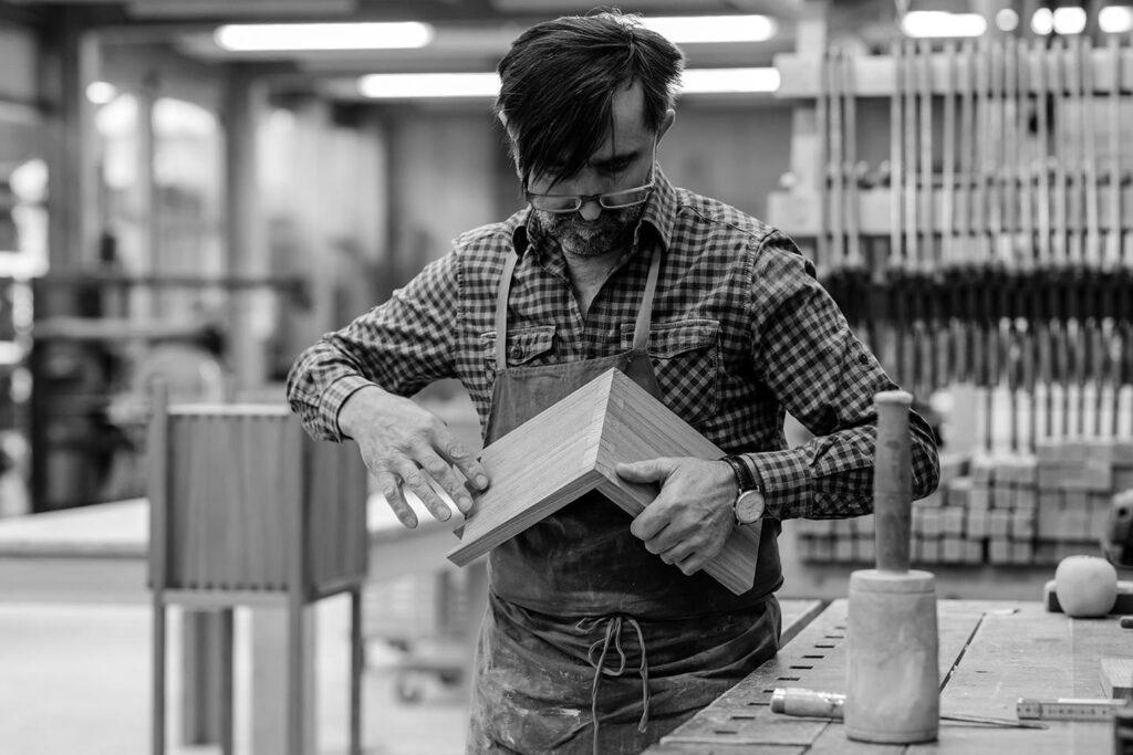 Tischlerei Handwerk Holz Businessportrait Silbersalz Fotografie Suedtirol