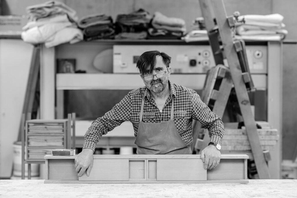 Tischler Reinhold Stoll Businessportrait Silbersalz Fotografie Suedtirol